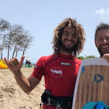 Kite Village Sardegna - Paolo istruttore Kitesurf e Hydrofoil Punta Trettu